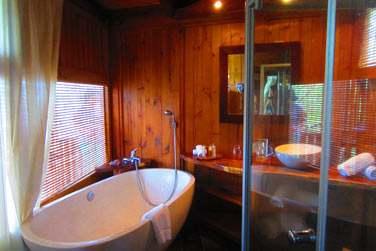 Salle de bain du bungalow Romantique