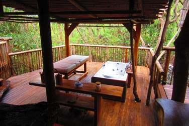 Les massages peuvent également se faire sur une terrasse ouverte sur l'extérieur