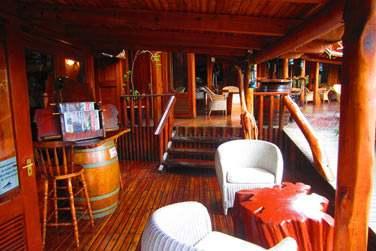 Le bar du Lodge Roche Tamarin situé juste à côté de la Récetion et du restaurant Les Baies Roses