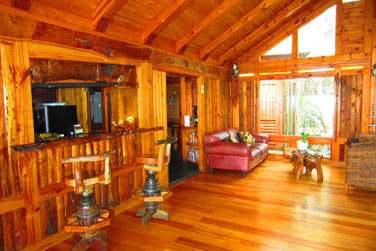 Le bar du Lodge Roche Tamarin aux fauteuils confortables !