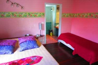 La chambre indienne avec un lit supplémentaire pour héberger un enfant ou en adulte