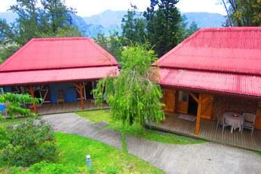 Les bungalows sont disséminés dans les très beaux jardins de l'établissement