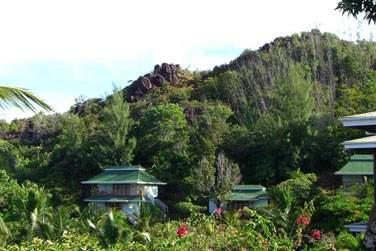 Les pavillons sont parfaitement intégrés dans l'environnement naturel de l'établissement
