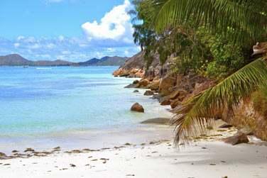 Situé au nord-est de Praslin, à l'extrémité de la très belle plage de Côte d'Or