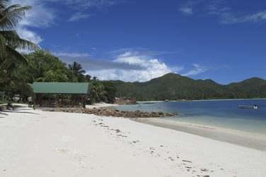 Découvrez une plage calme et déserte pour un séjour en toute tranquillité