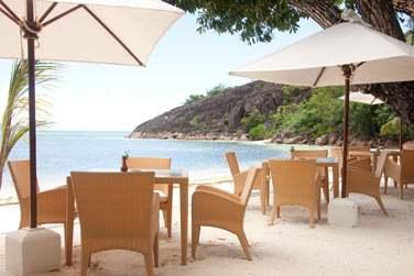 Vous pourrez choisir de prendre vos repas les pieds dans le sable face à la mer...