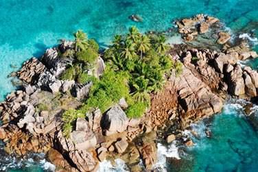 vous invite à découvrir les deux plus grandes îles de l'archipel des Seychelles : Mahé et Praslin.