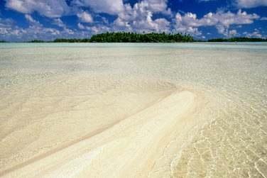 Aux plages de sable blanc ou rosé ..