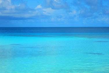 Où le bleu du lagon se confond au bleu du ciel ..