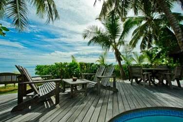 se compose de petits pavillons disséminés au coeur d'un jardin luxuriant face à l'océan