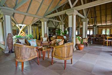 L'hôtel Indian Ocean Lodge possède un restaurant seychellois et un bar