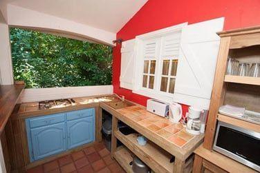 L'espace cuisine de la villa Ka' Mango