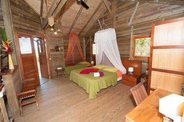La très jolie chambre principale de la villa Ka' Mango