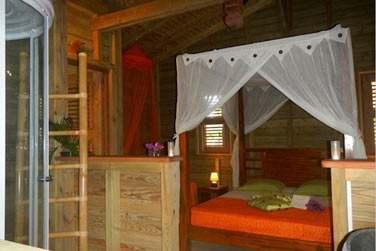 La Villa Ti Kaz Bwa possède une chambre et offre charme et confort