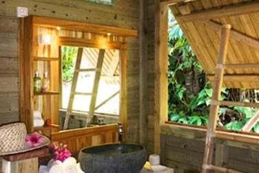 Un décor très nature avec beaucoup de bois... Pour cette nouvelle villa Ti Kaz Bwa