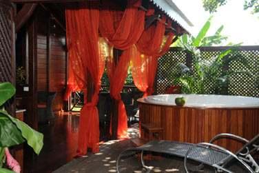 La villa Terdeba avec sa superbe terrasse extérieure et son spa