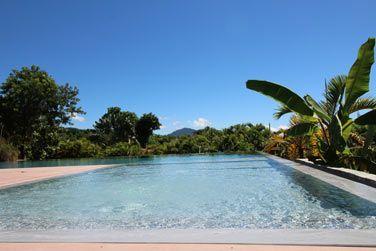La belle piscine commune de la résidence