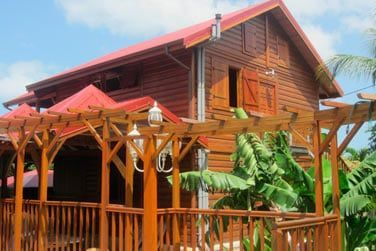Villa lagalante : situé en hauteur elle offre une exceptionnelle sur la côte sous le vent