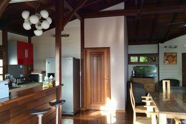 Villa Désirable : salle à manger, coin bar et cuisine