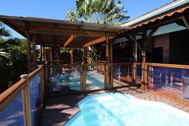 Villa Désirable : vue de la villa depuis la piscine