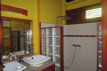 Villa Terdeho : la salle de bain