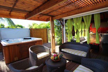 La villa Terdeba avec sa superbe terrasse extérieure