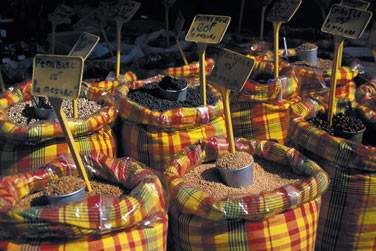 Sentez et goûtez toutes ces épices dans les nombreux marchés locaux de l'ile