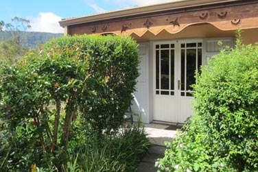 Certaines chambres se situent dans des petits cottages non loin de la piscine