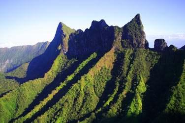 Tahiti sera votre première escale... prenez le temps de découvrir ses paysages époustouflants...