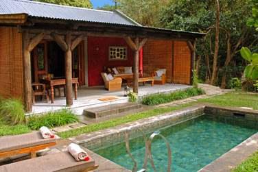 La Suite Kithnou possède sa piscine privée pour un séjour en toute intimité
