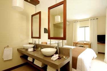 Les chambres ouvertes sur les salles de bain...