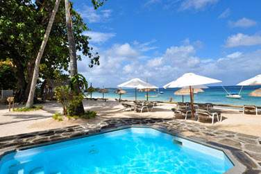 Résidez aux Villas Athéna et bénéficiez d'un accès à un espace privé sur la plage de Trou aux Biches