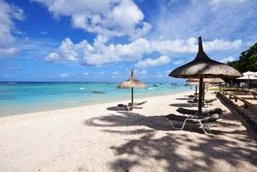 Résidez à la Villa Oasis et bénéficiez d'un accès à un espace privé sur la plage de Trou aux Biches