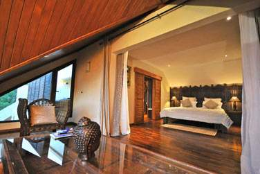 Les chambres sont réparties au rez-de-chaussée et à l 'étage (villa 3 chambres)