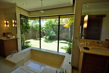 Les Villas 4 chambres possèdent 3 salles de bain spacieuse dont une avec baignoire