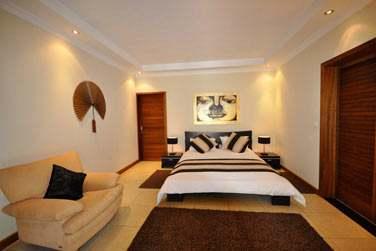 Les chambres sont réparties au rez-de-chaussée et à l'étage (Villa 4 chambres)