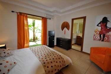 Toutes les chambres possèdent une décoration différente, aux couleurs chatoyantes... (Villa 4 chambres)
