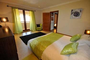 Sur plus de 330 m², les Villas 4 chambres vous offrent un cadre idéal pour des vacances entre amis ou en famille
