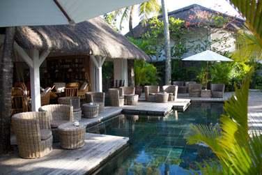 Relaxez-vous au calme au bord de la piscine