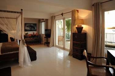 La chambre des Suites Australes donne directement sur la spacieuse terrasse