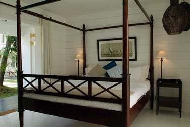 Les chambres Charme vous proposent une décoration raffinée, lits à baldaquin