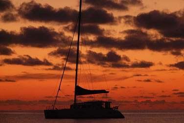 ou une sortie en catamaran au coucher du soleil