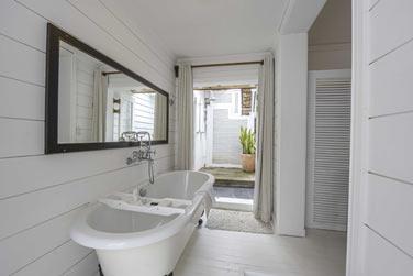 La salle de bain de la chambre vue mer