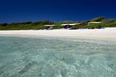 La sublime plage de sable blanc...