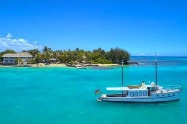 Embarquez à bord du plus ancien bateau à moteur de l'île Maurice : Lady Lisbeth