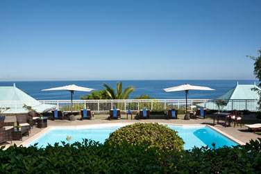 Ce petit hôtel de charme de seulement 14 chambres vous séduira par sa vue panoramique sur l'Océan Indien,