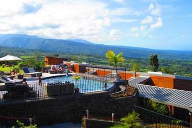 Passez d'ouest en Est et profitez-en pour découvrir les merveilles naturelles de La Réunion