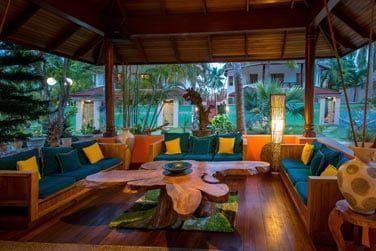 Cadre moderne et tropical du restaurant