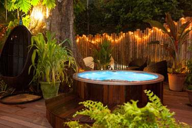 Après un massage au spa, pourquoi ne pas profiter d'un moment de relaxation supplémentaire au bain à remous