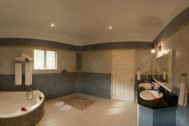 La salle de bains de la Suite 2 chambres